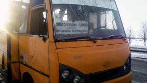 Raketti-iskussa tuhoutunut matkustajabussi Ukrainassa.