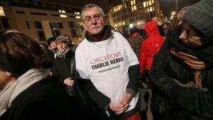 Mielenosoittajia Brandenburgin portilla Berliinissä 13. tammikuu.