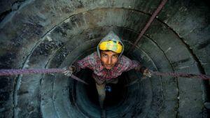 Kaivoa kaivetaan Nepalissa.
