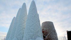 Jääkatedraalin torneja Juuassa