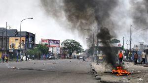 Mielenosoittajia Kongon pääkaupungissa Kinshasassa