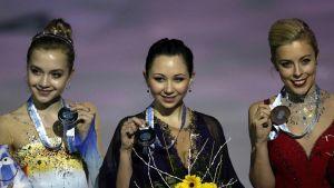 Kuvassa venäläisluistelijat Elena Radionova ja Elizaveta Tuktamisheva