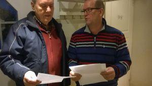 Tervakoskelaisen Pekka Stigell ja Reijo Löytynoja tutkivat tarinoita Tervakosken kylän paikannimistä.