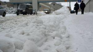 Lumipenkka kadulla