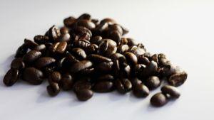 Kuvassa paahdettuja kahvipapuja