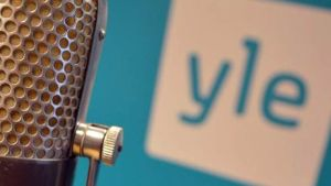 Mikrofoni ja Ylen logo 2015.