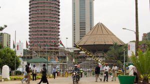 Vartijoita porttien edessä Nairobissa.