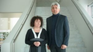 Viulisti ja konsertinjärjestäjä Sinikka Ala-Leppilampi, sekä kapellimestari Maurizio Colasanti.