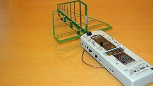 Radiotaajuusmittari pöydällä