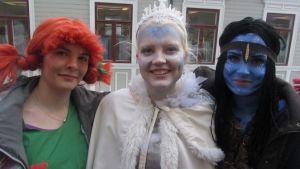 abit ovat pukeutuneet peppi pitkätossuksi, prinsessaksi ja siniseksi keijuksi