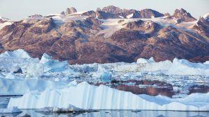 Ilmaston lämpenemisen myötä ikiroudan alueet ovat alkaneet sulaa.