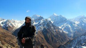 Vaeltaja Jani Henttonen Nepalin vuoristosssa