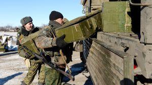 Venäjämieliset taistelijat kuvatuna Debaltsevessa.
