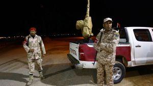 Islamistien tukeman puolisotilallisen Fajr Libya (Libya Dawn) sotilaiden tarkastuspiste Sirtissä.