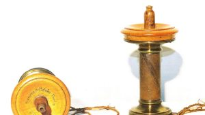Siemens & Halsken vihellyspuhelin vuodelta 1878