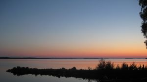 Auringonlasku Höytiäisellä.