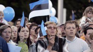 Itsenäisyyspäivän juhlamenoa Tallinnassa .
