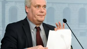 Valtiovarainministeri Antti Rinne piti euroryhmän puhelinkokouksen jälkeen tiedotustilaisuuden Helsingissä 24. helmikuuta.