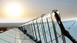 Aurinkovoimaloissa käytettävä peilijärjestelmä.