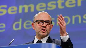 Pierre Moscovici kuvattuna EU-komission päämajassa Brysselissä 25. helmikuuta 2015.