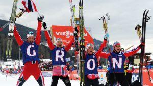 Norjan naisten viestijoukkue Val di Fiemmessä.