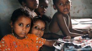 Koululaisia Nepalissa