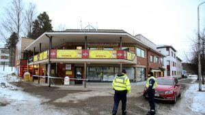 Kolme ihmistä surmattiin laukaalaisessa pizzeriassa sunnuntaina 1. maaliskuuta.