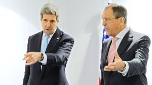 Kuvassa ovat Yhdysvaltain ulkoministeri John Kerry (vas.) ja Venäjän ulkoministeri Sergei Lavrov joulukuussa 2014.
