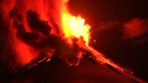 Etelä-Chilessä sijaitseva Villarrica-tulivuori purkautuu näyttävästi.
