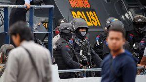 Poliiseja laivan kannella