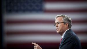 Floridan entinen kuvernööri Jeb Bush puhui konservatiivien CPAC-kokouksessa Marylandissa 27. helmikuuta 2015.