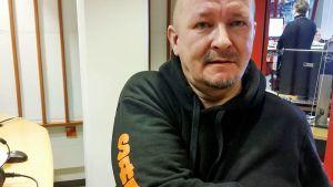 Paavo Kuvaja on tehnyt vapaaehtoistyötä Kajaanin Saappaassa yli 30 vuotta.