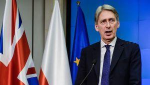 Britannian ulkoministeri Philip Hammond puhui lehdistölle Varsovassa 6. maaliskuuta 2015.