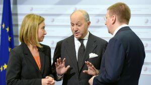 EU:n ulko- ja turvallisuuspolitiikan korkea edustaja Federica Mogherini, Ranskan ulkoministeri Fabius Laurent ja Latvian ulkoministeri Edgars Rinkevics tapasivat Riiassa 6. maaliskuuta.