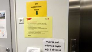 Oulun Kontinkankaan akuuttivastaanotolle tulija ohjeistetaan toimimaan oikein.