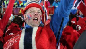 Norjalaiskannattaja Kontiolahden ampumahiihdon MM-kilpailujen miesten normaalimatkan aikaan.