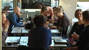 Avoimen datan ystävät kokoontuvat Lasipalatsin kirjaston Kaupunkiverstaalla.