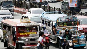 Liikennettä Manilan kadulla.