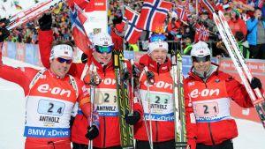 Norjan joukkue (Emil Hegle Svendsen, Johannes Bö, Tarjei Bö ja Ole Einar Björndalen) voitti maailmancupin viestin Anterselvassa tammikuussa.