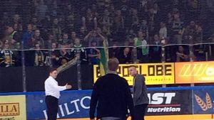 Tuomas Tuokkola kiittää Ilves-faneja