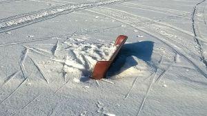 Sohva Tornionjoen jäällä.
