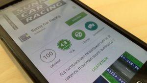 Kännykässä näkyy sovellus Google Play-lataamosta