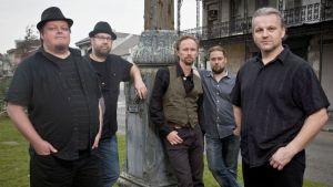 Pressikuva Micke Björklöf & Blue Strip -yhtyeestä.