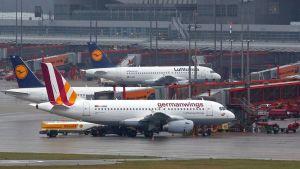 Lufthansan ja Germanwingsin lentokoneita.