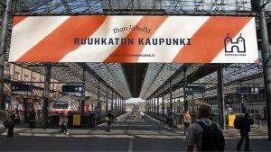 Mainoskuva Hämeenlinnan uuden brändin mahdollisesta käytöstä rautatieasemalla