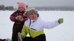 Minna Aikio-Helminen ja tytär Miijá