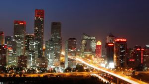 Peking iltavalaistuksessa.