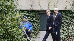 John Kerry ja Philip Hammond.