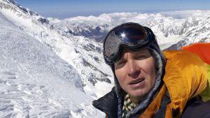 Vuorikiipeilijä Samuli Mansikka Kangchenjunga vuorella Nepalissa huhtikuussa 2014.