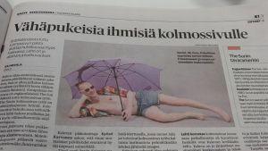 Sanomalehti Kaleva kertoi aprillipäivänä 2015 alkavansa julkaista kolmossivullaan kuvia vähäpukeisista ihmisistä.